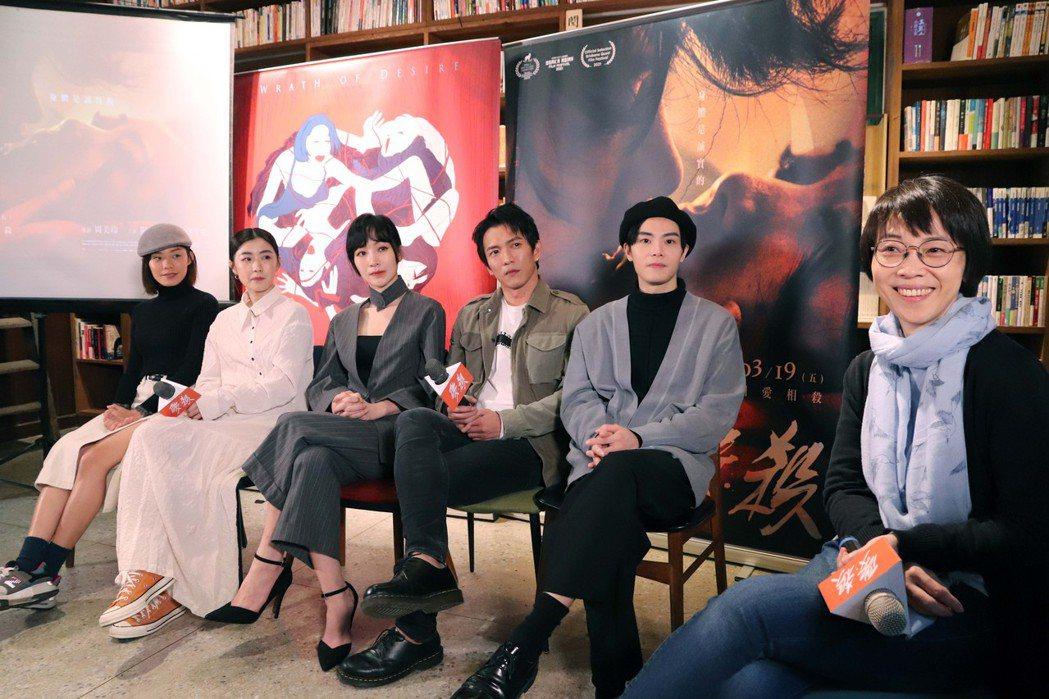 導演周美玲(右一)帶領演員徐宇霆(右二起)、黃尚禾、陽靚、翁嘉薇、陳俋君出席電影