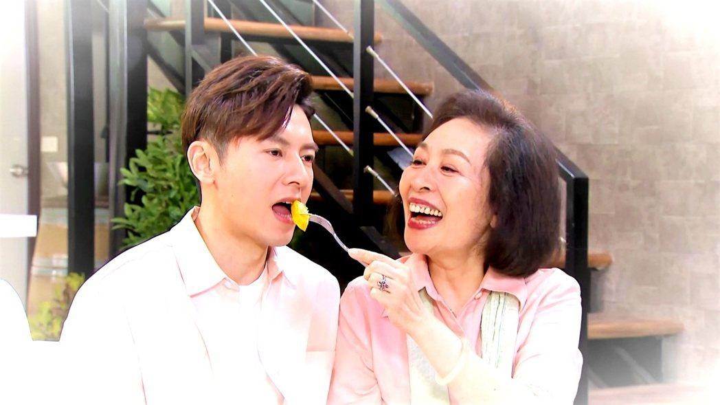 李國毅(左)與丁也恬對戲喜感十足。圖/三立提供