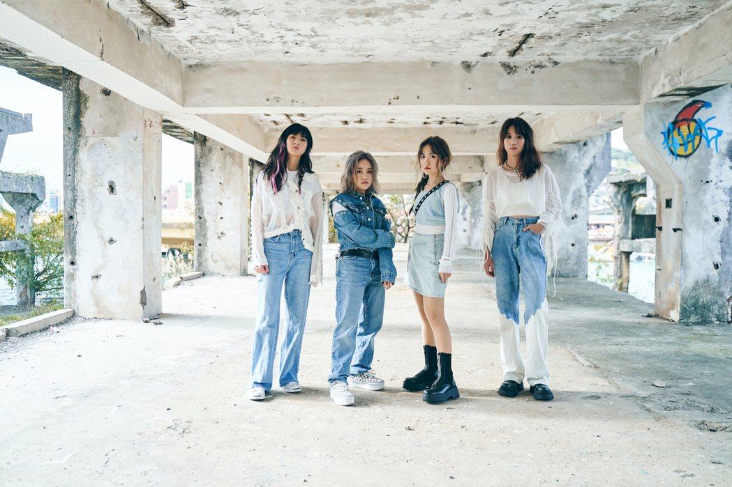 女團「Project 88」成員鼓手DiDi(左起)、吉他手兼主唱EN、鍵盤手蕾