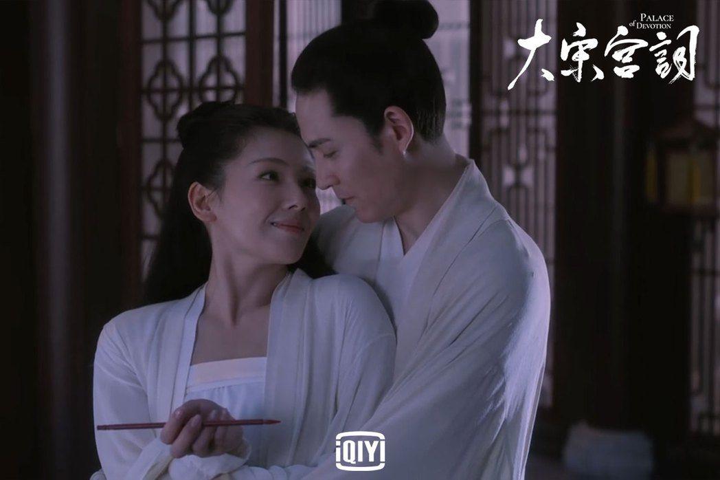 周渝民(右)、劉濤在「大宋宮詞」第一集就上演吻戲。圖/愛奇藝國際站提供