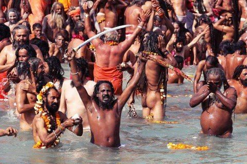 被譽為「全球最大規模的宗教節慶」、每隔12年舉行一次的印度「大壺節」(Kumbh...