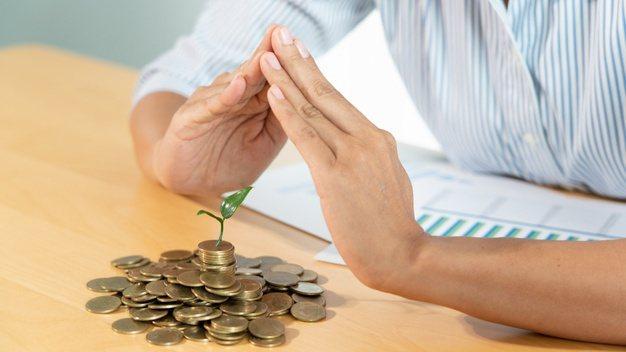 退休資產可以分成兩大類,第一類是能創造現金流的配息型、收息型的資產;第二類是報酬...