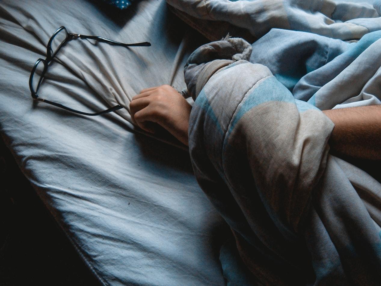 國外的研究發現,長期睡眠不足容易發胖,許多人為了減重而努力節食,卻忽略了正常作息...