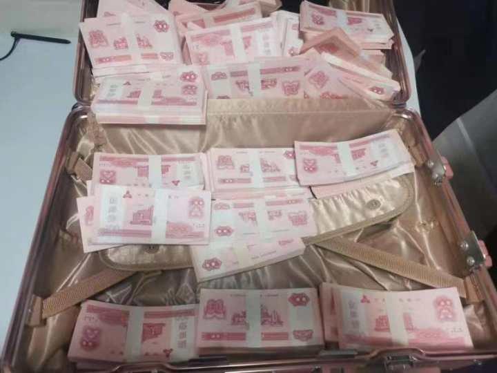 大陸一名女子遭男友以「點鈔券」當聘金,詐騙13萬人民幣。圖擷自錢江晚報
