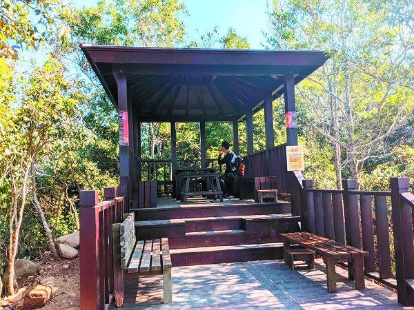 大坑4號步道整修完工後的觀日亭。