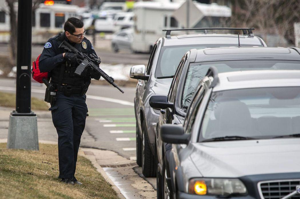 這起剛發生的超市槍擊案是美國今年以來第7起大規模殺人(mass killing)...