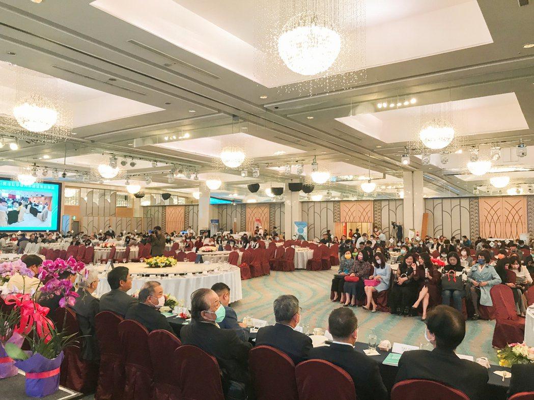 高雄市大高雄不動產開發商業同業公會召開第11屆第3次會員大會。 攝影/張世雅