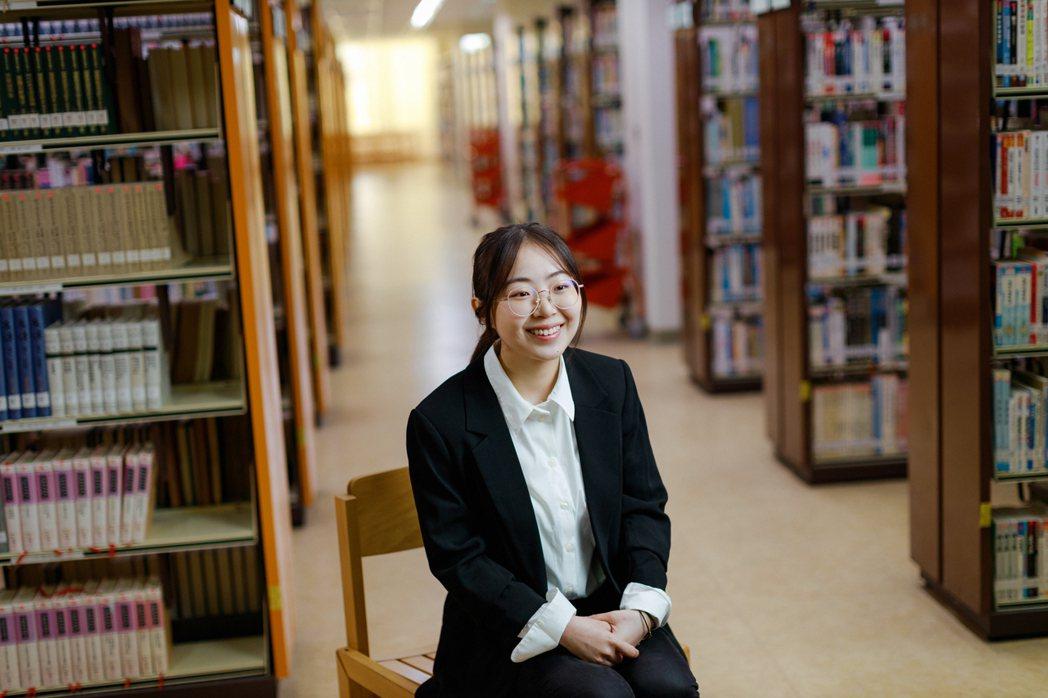 文化大學財金系、「華岡青年」代表的吳俊,點出文化大學的教學場域,讓「文大人」具備...