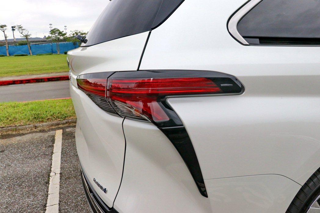 與LC跑車頗為類似的尾燈造型。 記者陳威任/攝影