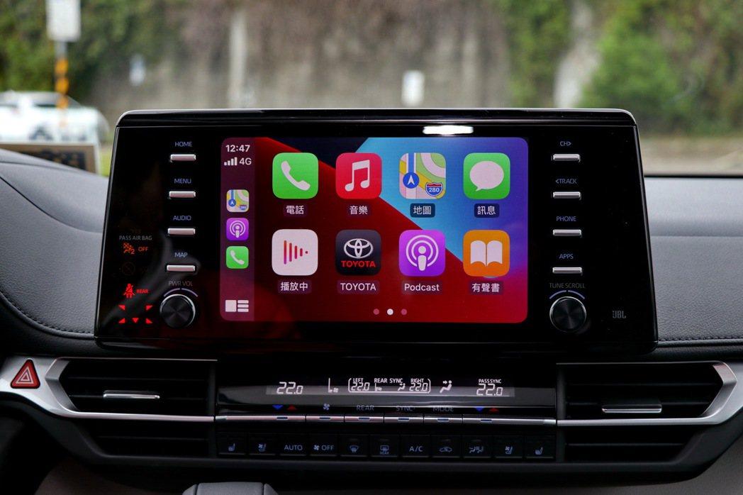 9吋觸控式主機支援Apple CarPlay連線功能。 記者陳威任/攝影