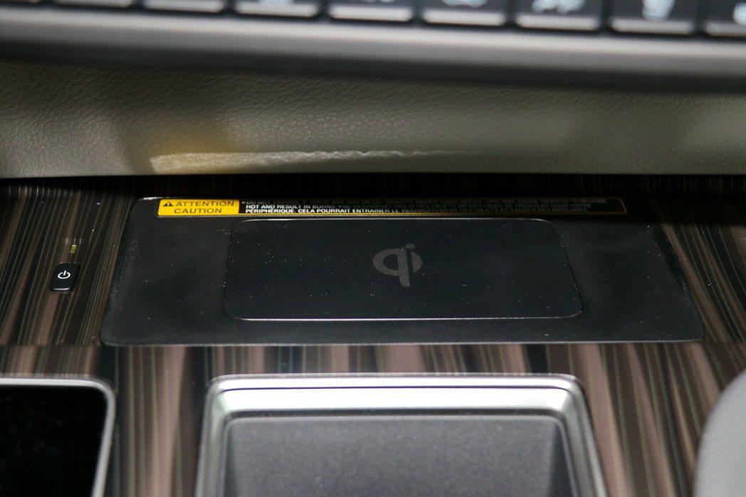 QI無線充電。 記者陳威任/攝影