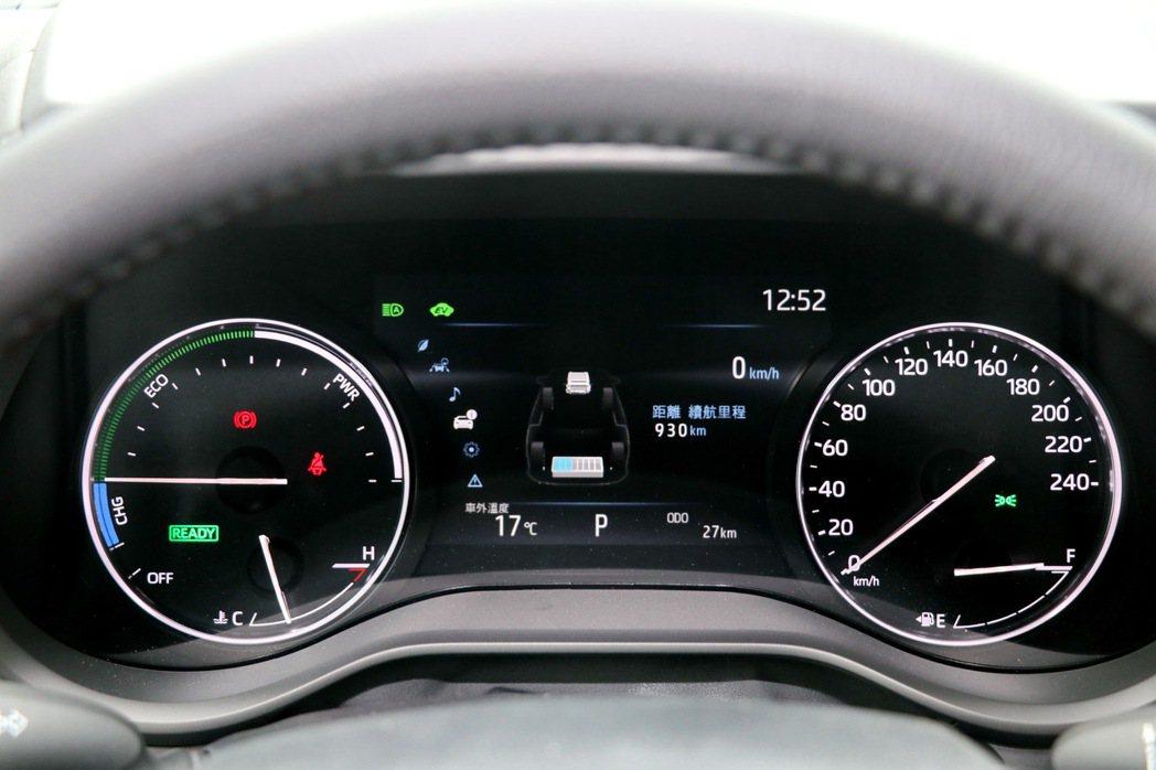 7吋數位儀表提供完整車輛資訊。 記者陳威任/攝影