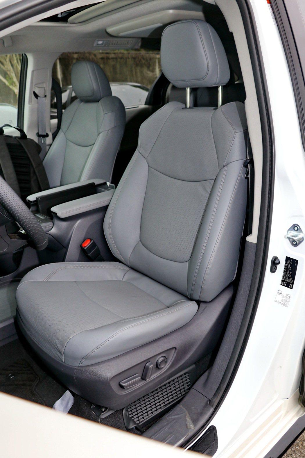 雙前座電動調整功能的真皮座椅(附加熱及通風功能)。 記者陳威任/攝影