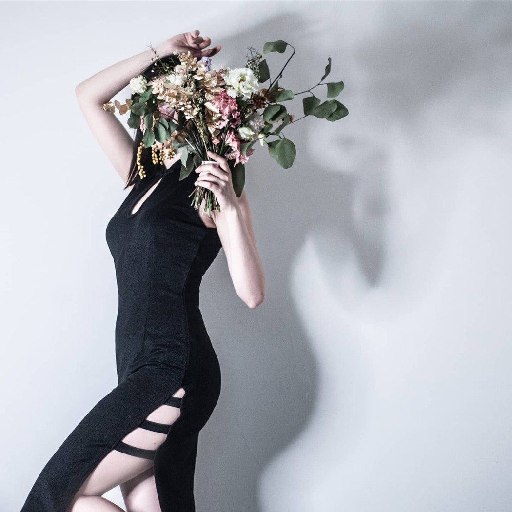 「年輕」、「簡約」、「無負擔」是林佳對於旗袍設計的主軸。w/NOTHING st...