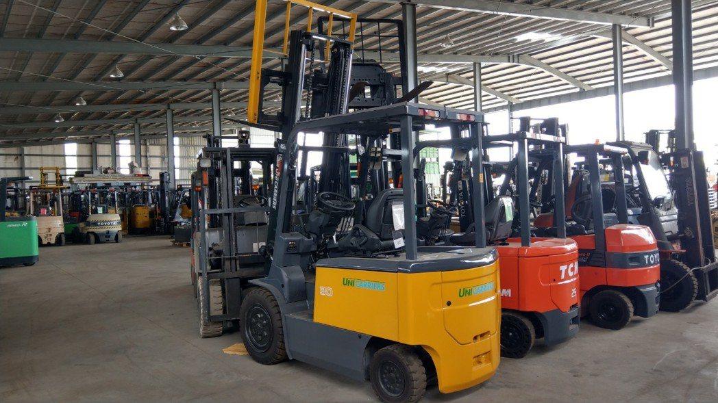 日日興貿易廠內擁有300多台堆高機,提供維修、買賣、租賃等服務。莊智強/攝影