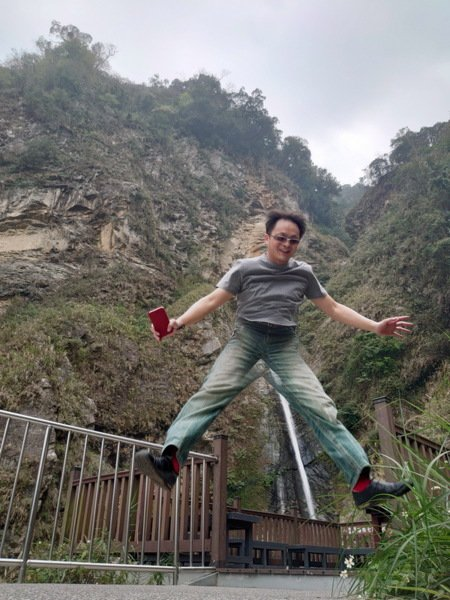 雙龍瀑布前的搞怪照