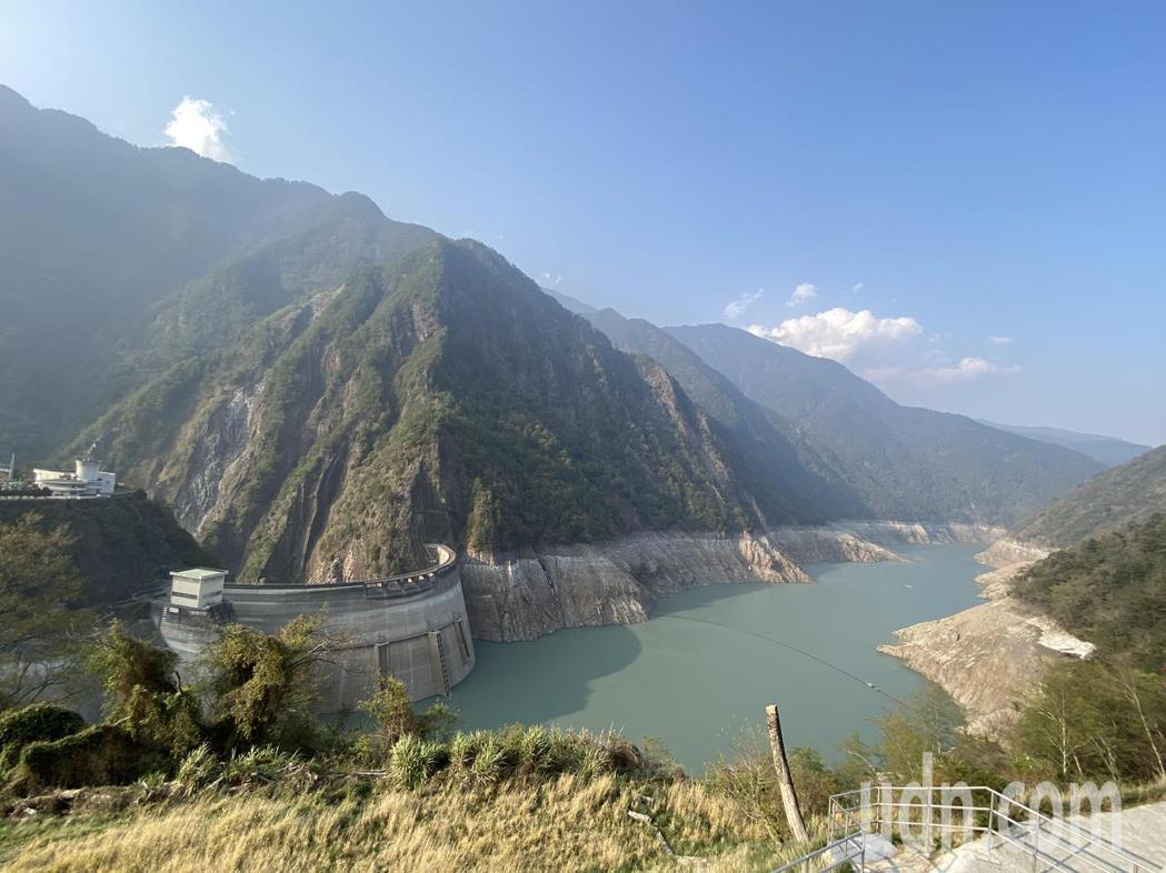 水利署資料顯示,中部最大的德基水庫今天的蓄水率僅剩6%。記者趙容萱/攝影