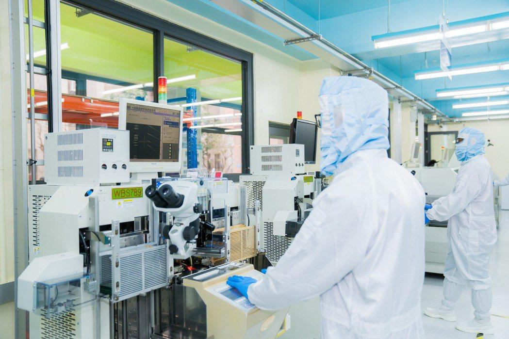 明新科大半導體學院與經濟部工業局智慧電子學院合作,建置「半導體封裝測試工程師能力...