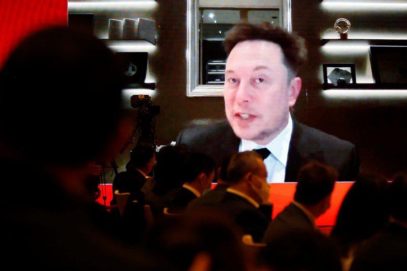 央視(CCTV)記者以影像連線的方式,獨家採訪參與中國發展高層論壇2021年會的馬斯克。路透