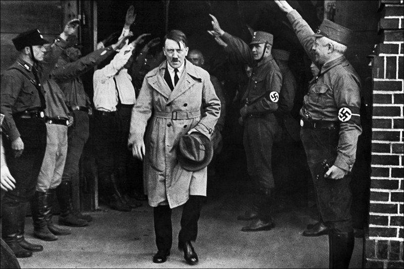 希特勒繼承父親的優越感,圖為希特勒1931年的資料照片。美聯社