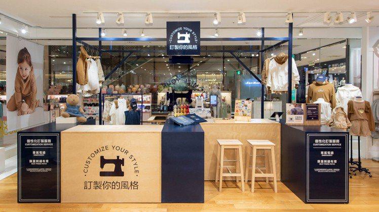 GAP宣布原本限定門市的客製化電繡服務,將擴大到板橋大遠百、台中大遠百門市以及新...