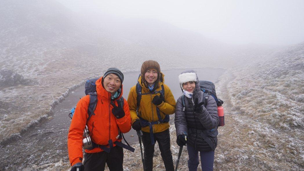 阿傑(左起)、Max、艾美挑戰攀登百岳。圖/三立提供