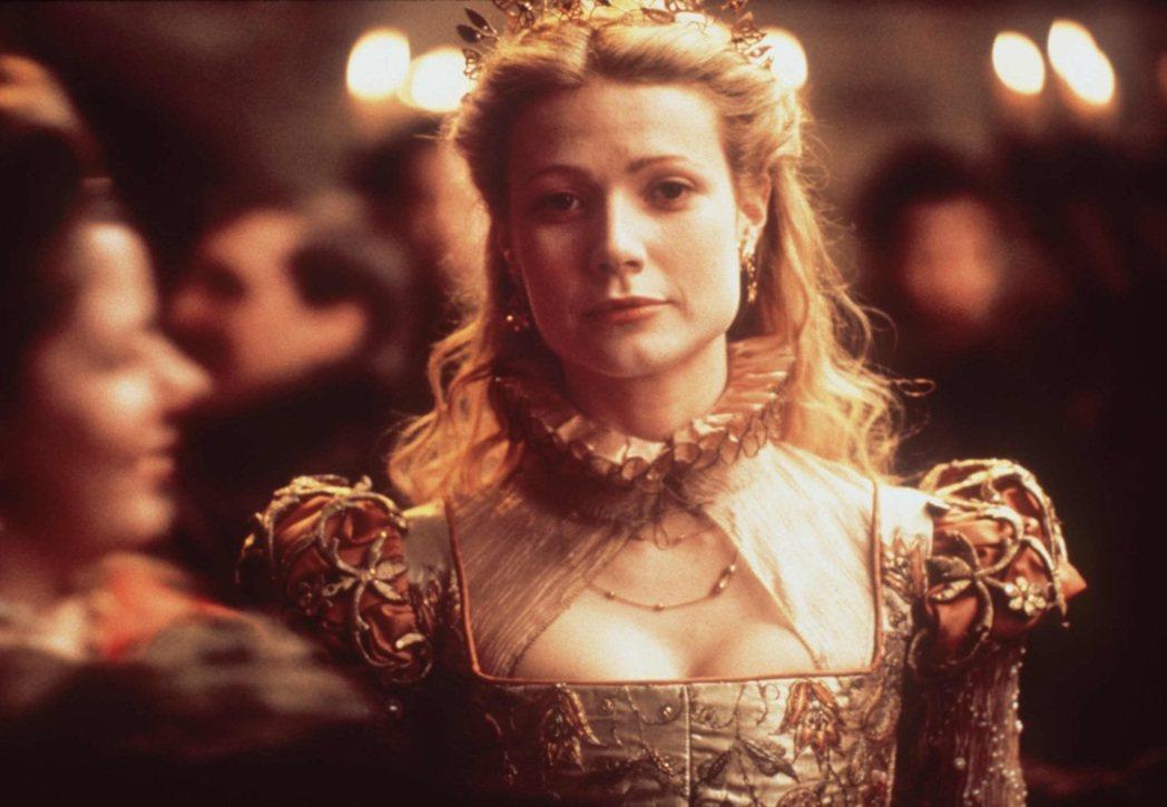 「莎翁情史」讓葛妮絲派楚登上奧斯卡最佳女主角寶座。圖/摘自imdb