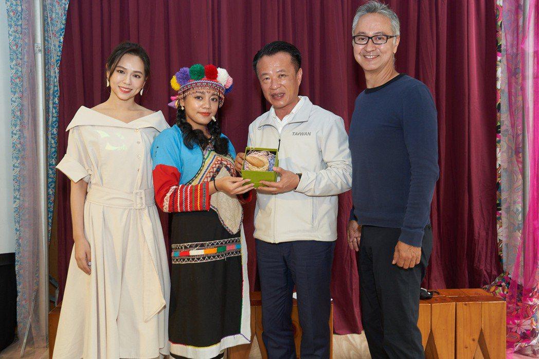 夏于喬(左起)、嘉義縣長翁章梁、策展人高培華宣布「2021嘉義穹頂國際影展嘉年華...