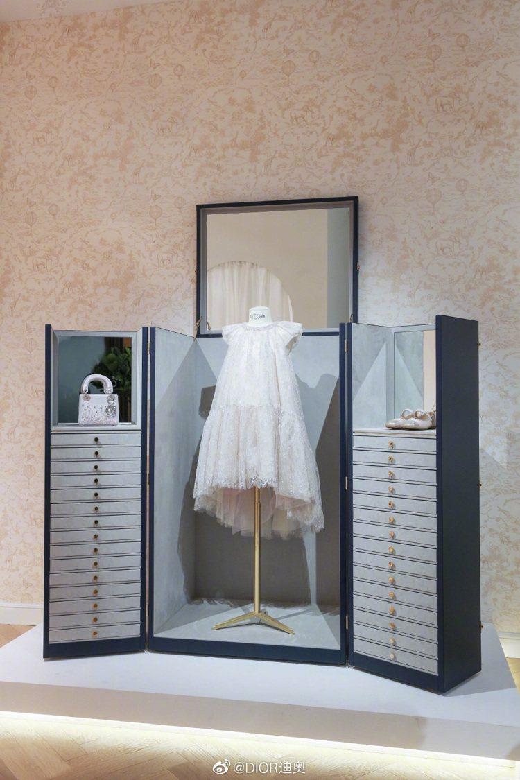 BABY DIOR春夏系列童裝共有7款設計,包括蕾絲、雪紡、烏干紗材質。圖/取自...