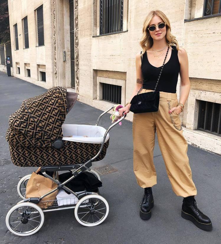 Chiara Ferragni在IG上曬FENDI嬰兒車。圖/取自IG