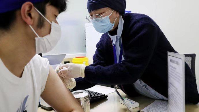 截至本月21日,上海已有88.2萬人完成新冠疫苗兩劑次接種。圖/取自《上觀新聞》