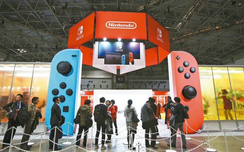 日本電玩大廠任天堂將以「軟硬並進」策略搶攻年底購物旺季的遊戲商機。(美聯社)