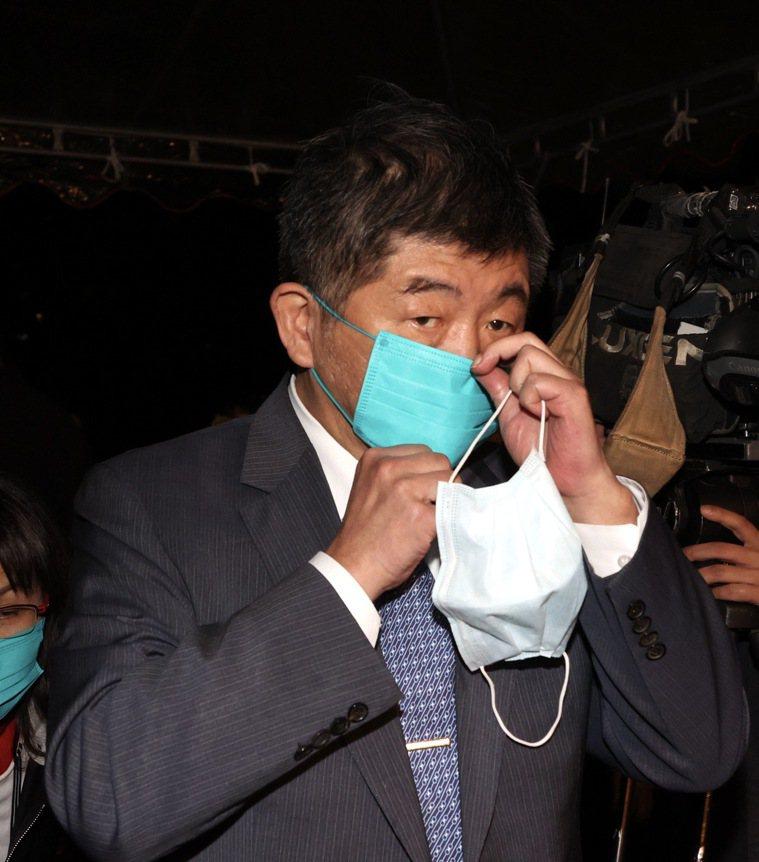 衛福部長陳時中昨晚表示,自己在打完疫苗後,當晚有發燒到卅七點四度,早上起床就恢復...