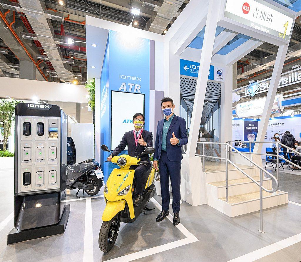 今年五月,KYMCO與高雄捷運合作的「Ionex ATR電動二輪車自助租賃」將於...