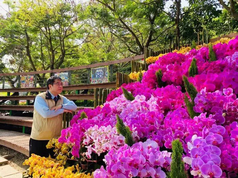 台南市長黃偉哲今天在虎頭埤風景區表示,2021台灣國際蘭展將以遍地開花的方式進行...