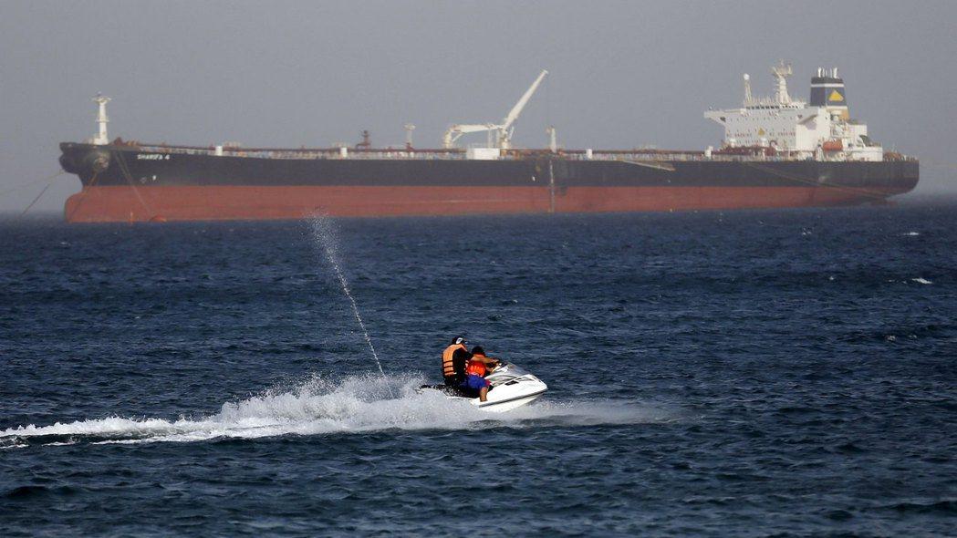 「蘇伊士運河的事故受阻,不僅影響國際物流的交期,更會對國際油價造成立即而直接的負...