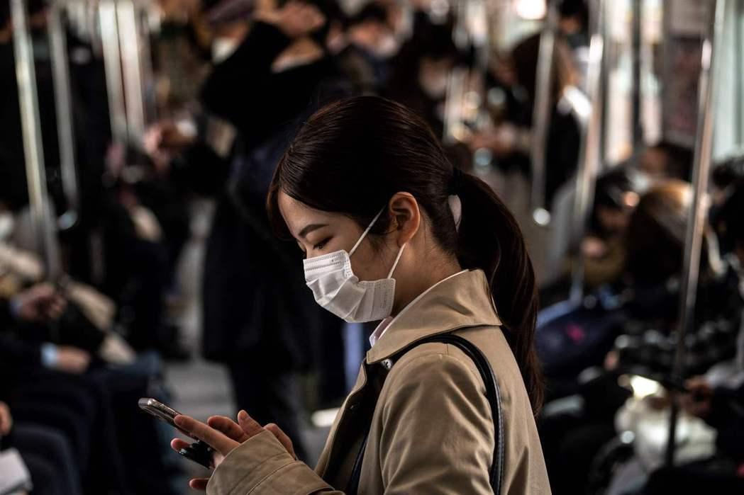 目前使用LINE的日本人約有8,600萬人,佔總人口將近七成,而且日本各省廳與地...