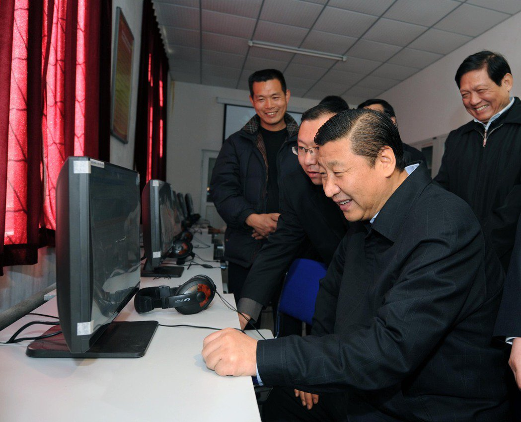 示意圖。「中國國民與企業必須配合中國政府的情報活動,提供給中國政府所有的資訊。」...