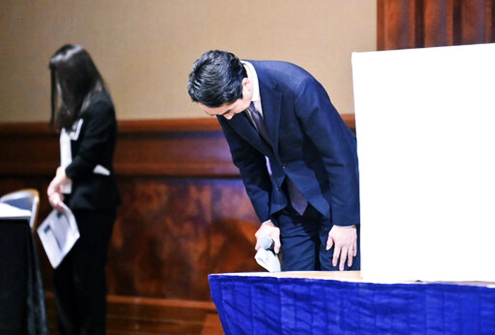 LINE社長出澤剛在23日公開謝罪,甚至以「背叛用戶信任」的重話表示對資安醜聞的...