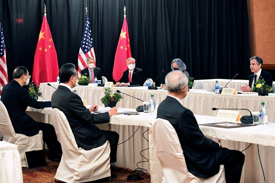 美國總統拜登上台後首場美中高層會談於3月19日落幕,美中外交不僅如預期並無實質進展,兩國代表更是不歡而散。 圖/路透社