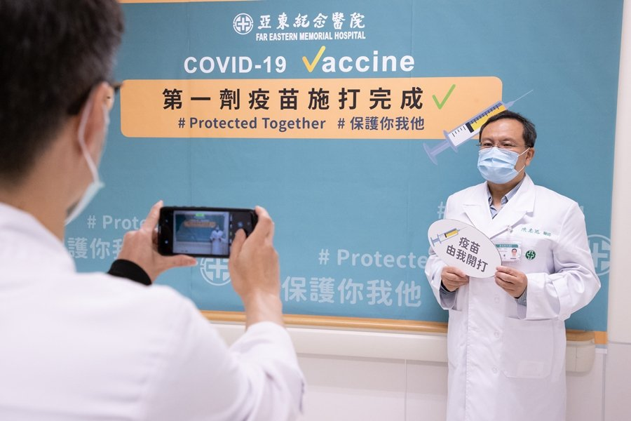 台灣在沒有任何其他可用疫苗的狀態下,只能先將AZ施打在第一線醫護。示意圖。 圖/聯合報系資料照