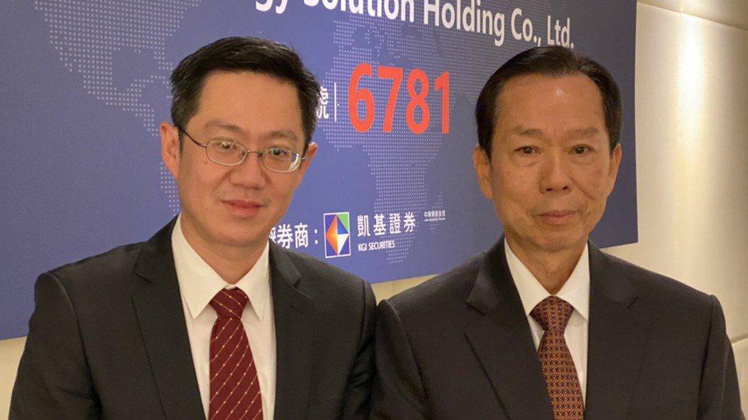 AES-KY董事長宋福祥(右)與總經理宋維哲。 記者吳凱中/攝影