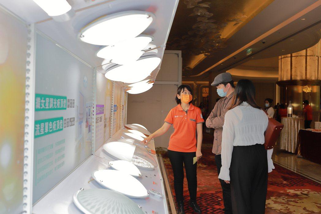 舞光今年推出許多居家吸頂燈,功能與外型皆有獨特設計,符合消費者需求。展晟照明集團...