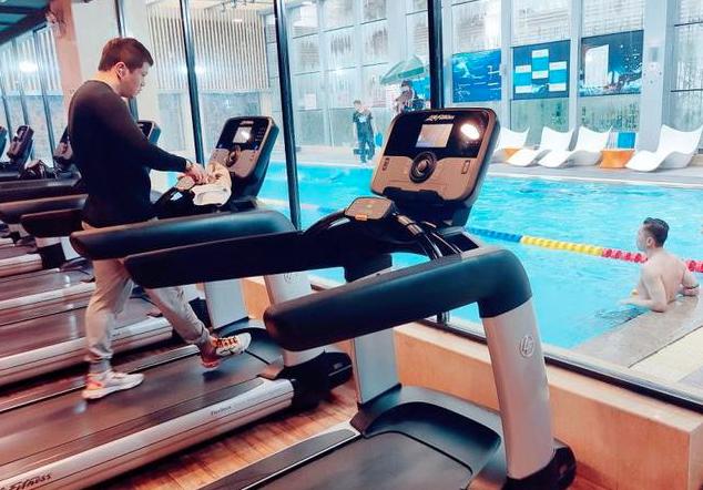 調查報告稱,大陸健身人口超過7000萬,健身教練月均收入31390元新台幣。(網易新聞網)