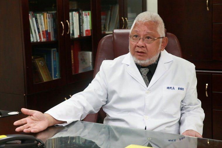 台北市立聯合醫院院總院長黃勝堅,談老人、老房,更談他的經驗和理念。記者黃義書/攝...