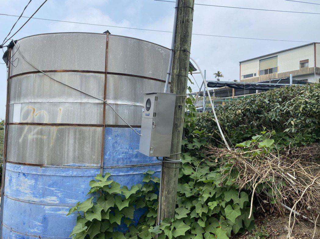 嘉縣府為因應山區30多處使用簡易自來水的居民民生用水需求,調查當地居民需求的儲水...