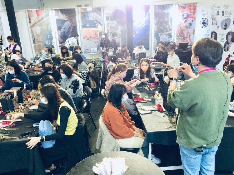 美容展推出「玩美研究所2.0」,讓大家體驗手作。圖/主辦單位提供