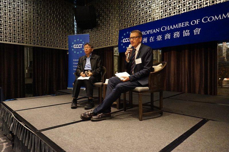 台北市長柯文哲(左)昨天出席歐洲在臺商務協會舉辦的午餐會議,右為歐洲商會生活品質委員會共同主席Tim Berge。圖/歐洲商會提供