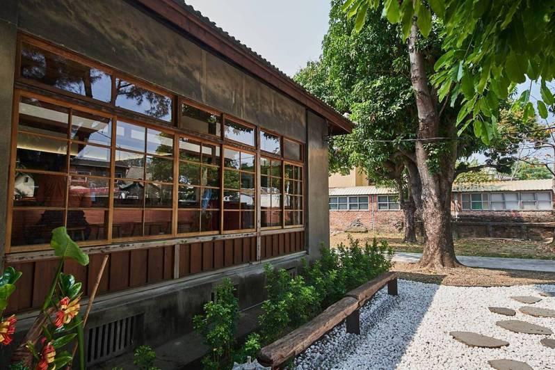 高雄市文化局在黃埔新村推出「以住代護全新進化3.0-青創HOUSE」方案。圖/高雄市文化局提供