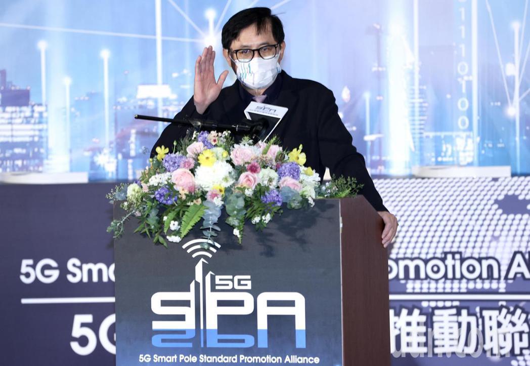 5G智慧杆標準推動聯盟成立,由和碩董事長童子賢擔任聯盟會長出席致詞。記者林俊良/...
